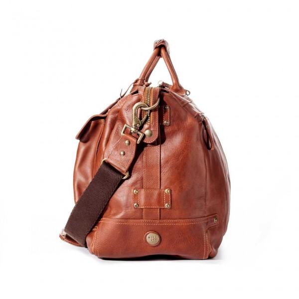 چمدان لوازم سفر