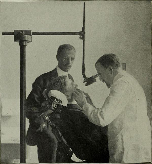 مشاهده دندان با میکروسکوپ دندانپزشکی در گذشته